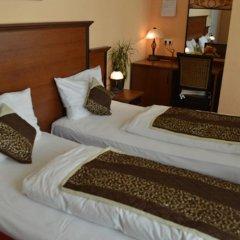 City Hotel West удобства в номере