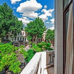 Отель Boombully Hotel Грузия, Тбилиси - отзывы, цены и фото номеров - забронировать отель Boombully Hotel онлайн балкон