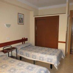 Отель Hostal Guillot Торремолинос комната для гостей фото 2