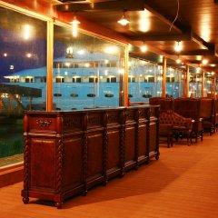 Vintage Luxury Yacht Hotel гостиничный бар