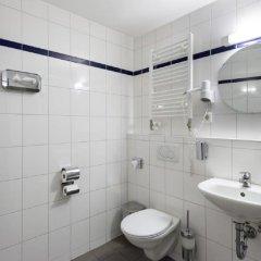 Отель A&O Berlin Friedrichshain Германия, Берлин - 3 отзыва об отеле, цены и фото номеров - забронировать отель A&O Berlin Friedrichshain онлайн ванная фото 2