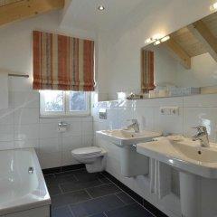 Отель Landhaus Sixtmuhle Германия, Тауфкирхен - отзывы, цены и фото номеров - забронировать отель Landhaus Sixtmuhle онлайн ванная