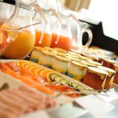 Отель Privilège Hôtel Mermoz Франция, Тулуза - отзывы, цены и фото номеров - забронировать отель Privilège Hôtel Mermoz онлайн питание фото 2