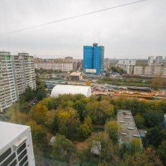 Гостиница MneNaSutki na Yablochkova 41a в Москве отзывы, цены и фото номеров - забронировать гостиницу MneNaSutki na Yablochkova 41a онлайн Москва балкон