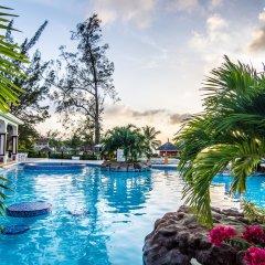 Отель Jewel Paradise Cove Adult Beach Resort & Spa бассейн