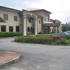 Отель Axari Hotel & Suites Нигерия, Калабар - отзывы, цены и фото номеров - забронировать отель Axari Hotel & Suites онлайн парковка