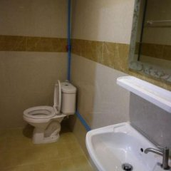 Отель Pa Chalermchai Guesthouse Бангкок ванная фото 2