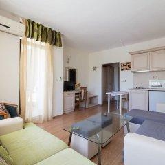 Апартаменты Quiet One Bedroom Apartment with Balcony комната для гостей фото 2