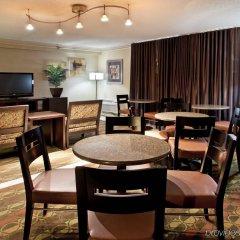 Crowne Plaza Hotel Columbus North Колумбус гостиничный бар