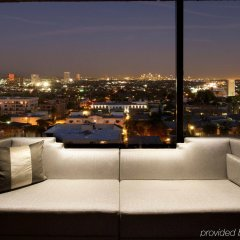 Отель Beverly Hills Marriott балкон