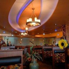 Отель Deerfoot Inn & Casino Канада, Калгари - отзывы, цены и фото номеров - забронировать отель Deerfoot Inn & Casino онлайн питание фото 3