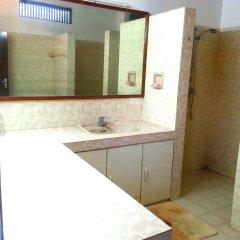 Отель Chaya Villa Guest House Шри-Ланка, Берувела - отзывы, цены и фото номеров - забронировать отель Chaya Villa Guest House онлайн ванная фото 2