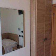Hotel Costazzurra Римини сейф в номере
