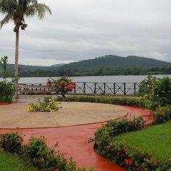 Отель Afrikiko Riverfront Resort спортивное сооружение