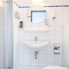 Отель a&o Dresden Hauptbahnhof Германия, Дрезден - 8 отзывов об отеле, цены и фото номеров - забронировать отель a&o Dresden Hauptbahnhof онлайн ванная фото 2