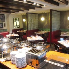 Отель Makati Crown Regency Hotel Филиппины, Макати - отзывы, цены и фото номеров - забронировать отель Makati Crown Regency Hotel онлайн питание фото 3
