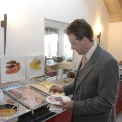 Отель Landhaus Sixtmuhle Германия, Тауфкирхен - отзывы, цены и фото номеров - забронировать отель Landhaus Sixtmuhle онлайн питание