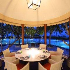 Отель Taj Bentota Resort & Spa Шри-Ланка, Бентота - 2 отзыва об отеле, цены и фото номеров - забронировать отель Taj Bentota Resort & Spa онлайн интерьер отеля фото 2