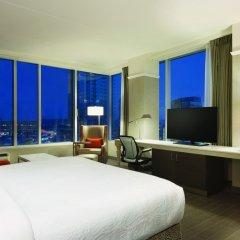 Отель Hilton Garden Inn Calgary Downtown комната для гостей фото 4