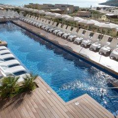 Отель VIVA Cala Mesquida Resort & Spa бассейн