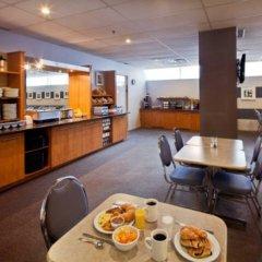 Отель Les Suites Labelle Hotel Канада, Монреаль - отзывы, цены и фото номеров - забронировать отель Les Suites Labelle Hotel онлайн питание фото 2