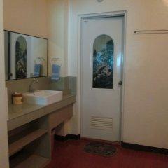 Отель Alamo Bay Inn Филиппины, остров Боракай - отзывы, цены и фото номеров - забронировать отель Alamo Bay Inn онлайн ванная фото 2