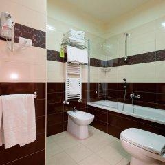 Отель HB Aosta Hotel & Balcony SPA Италия, Аоста - отзывы, цены и фото номеров - забронировать отель HB Aosta Hotel & Balcony SPA онлайн ванная