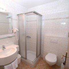 Hotel Ganslhof Зальцбург ванная