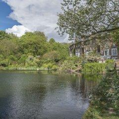 Отель Enchanting Hampstead Home by the pond Лондон приотельная территория