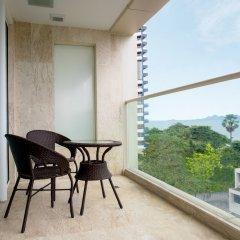 Отель Centara Grand Phratamnak Pattaya балкон