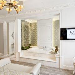 Mirrors Hotel ванная
