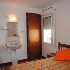 Отель Hostal Colonia B&B Испания, Курорт Росес - отзывы, цены и фото номеров - забронировать отель Hostal Colonia B&B онлайн комната для гостей фото 2
