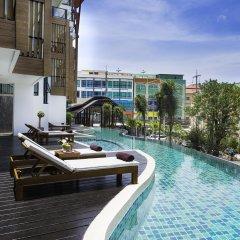 Отель The Lunar Patong бассейн