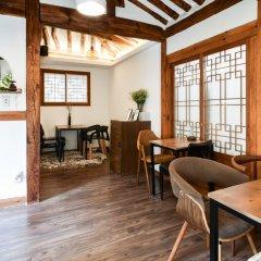 Отель The Place Seoul Hanok Guesthouse гостиничный бар