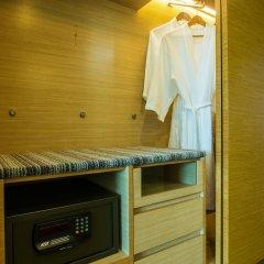 Village Hotel Changi сейф в номере