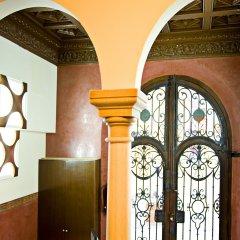 Отель Room Mate Leo Испания, Гранада - отзывы, цены и фото номеров - забронировать отель Room Mate Leo онлайн интерьер отеля