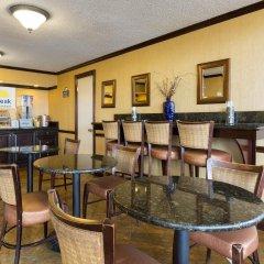 Отель Days Inn & Suites by Wyndham Vicksburg гостиничный бар