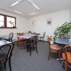 Отель Little Quarter Hostel Чехия, Прага - 11 отзывов об отеле, цены и фото номеров - забронировать отель Little Quarter Hostel онлайн питание
