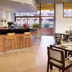 Отель Hesperia Sant Joan Suites гостиничный бар