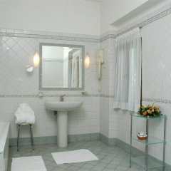 Отель Grand Hotel Villa Fiorio Италия, Гроттаферрата - отзывы, цены и фото номеров - забронировать отель Grand Hotel Villa Fiorio онлайн ванная