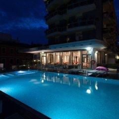 Hotel Adlon бассейн