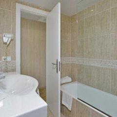 Отель Alua Hawaii Ibiza Испания, Сан-Антони-де-Портмань - отзывы, цены и фото номеров - забронировать отель Alua Hawaii Ibiza онлайн ванная фото 2