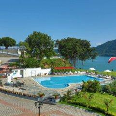 Отель Waterfront by KGH Group Непал, Покхара - отзывы, цены и фото номеров - забронировать отель Waterfront by KGH Group онлайн бассейн фото 3