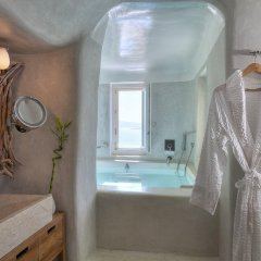 Mystique, a Luxury Collection Hotel, Santorini ванная