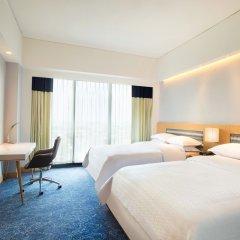 Отель Four Points By Sheraton Surabaya Сурабая комната для гостей