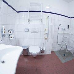 Отель A&O Wien Stadthalle Австрия, Вена - 11 отзывов об отеле, цены и фото номеров - забронировать отель A&O Wien Stadthalle онлайн ванная фото 2