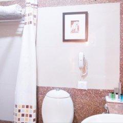Отель The Corus Hotel Индия, Нью-Дели - отзывы, цены и фото номеров - забронировать отель The Corus Hotel онлайн ванная фото 2