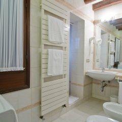 Отель Fenice Apartments in Venice Италия, Венеция - отзывы, цены и фото номеров - забронировать отель Fenice Apartments in Venice онлайн ванная
