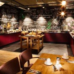 Отель pentahotel Liège Бельгия, Льеж - 1 отзыв об отеле, цены и фото номеров - забронировать отель pentahotel Liège онлайн питание фото 2