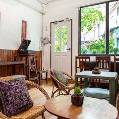 FoRest Bed & Brunch - Hostel Бангкок интерьер отеля